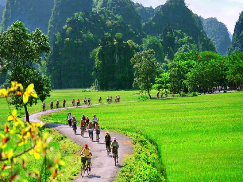 Hanoi - Halong Bay - Lan Ha Bay - Sapa - Ninh Binh - Hanoi - Tour Package 6 Days 5 Nights